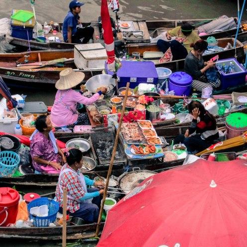 boatmarket-amphawa-thailand_