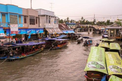 floating-market-amphawa-thailand_
