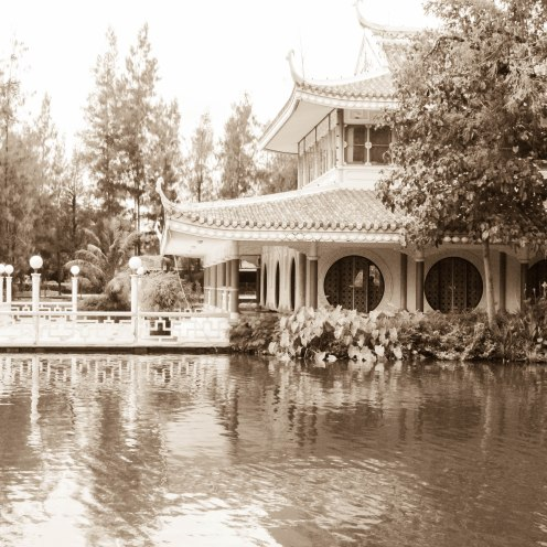 floating-market-buddhamonthon