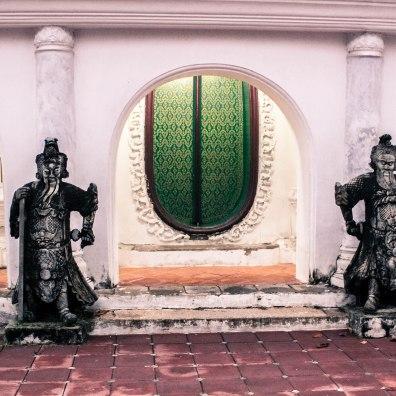 gatekeepers-phra-pathom-chedi_
