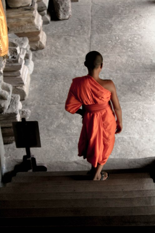 little-monk-2-angkor-wat