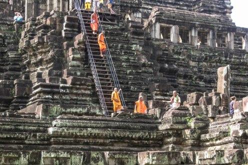 monks-descending-angkor-wat_
