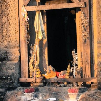 offerings-angkor-wat-cambodia