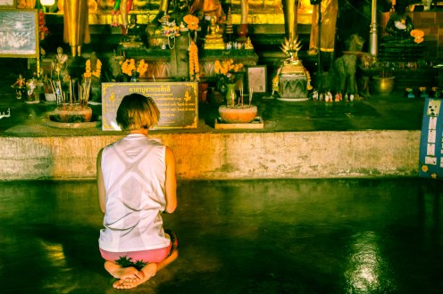 prayers-som-lom-thailand