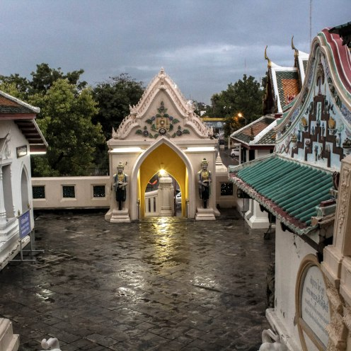 Rainy Love, Phra Pathom Chedi