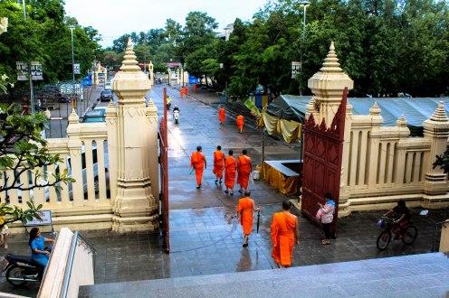 temple-rain-phra-pathom-chedi-thailand-copy