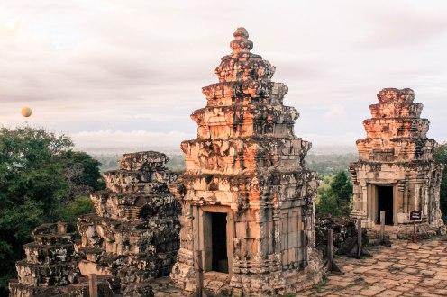 air-balloon-angkor-wat-cambodia
