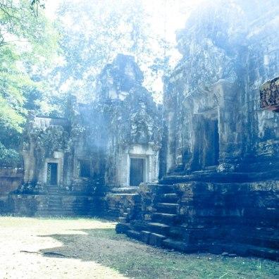hazy-angkor-wat_