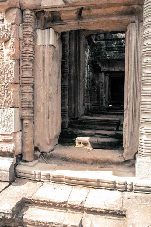 into-the-wild-angkor-wat_