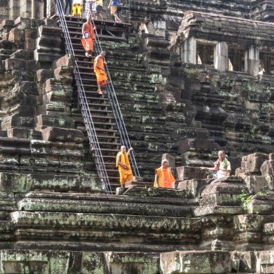 monks-descending-angkor-wat_