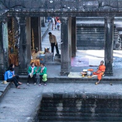 monky-angkor-wat