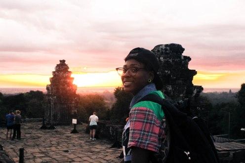 sunrise-smile-affy-angkor-wat-cambodia