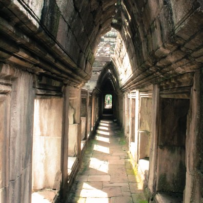 under-thwe-way-angkor-wat